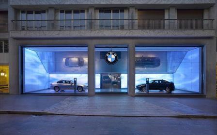 vitrine-de-magasin-éclairée