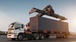 chargement de container pour déménagement maritime
